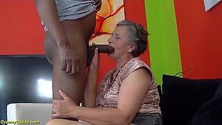 80 år gammal mormor första gången flers-rasig knullad