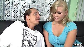 Blond hottie med perfekt tits kerker off en lubed up pik af xmilf.us - roxy lovette