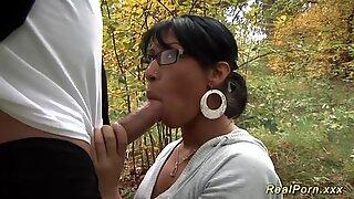 Vild analsex i skoven
