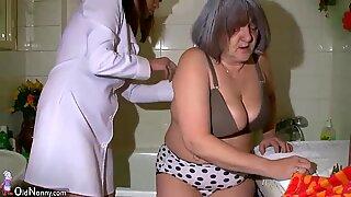 Hot SYGEPLEJESKE BRUSEBAD BBW (Store Smukke Kvinder) Bedstemor før sex med hendes mand