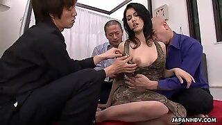 Japansk tøs Maria Ozawa elsker gruppesex