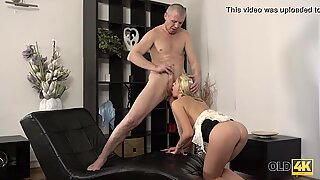 Claudia Mac reaches ejaculation thanks to versed mature lover
