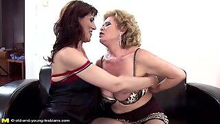 Mormödrar moms dotter super het gängsex med pissande