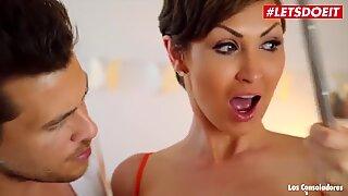 Letsdoeit-怪癖step母亲表明未成年夫妇如何享受性爱