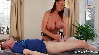 Knubbig milf webbkamera första gången big tutte step-mamma får en massage - Ashley Emma